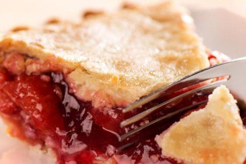 Вкусный и нежный вишневый пирог