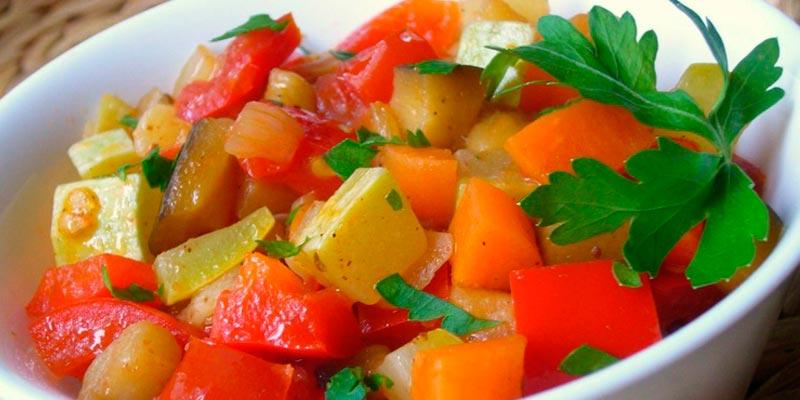 Овощное рагу из кабачков в мультиварке