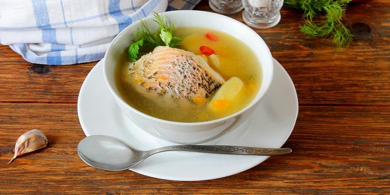 Рыбный суп с укропом в мультиварке